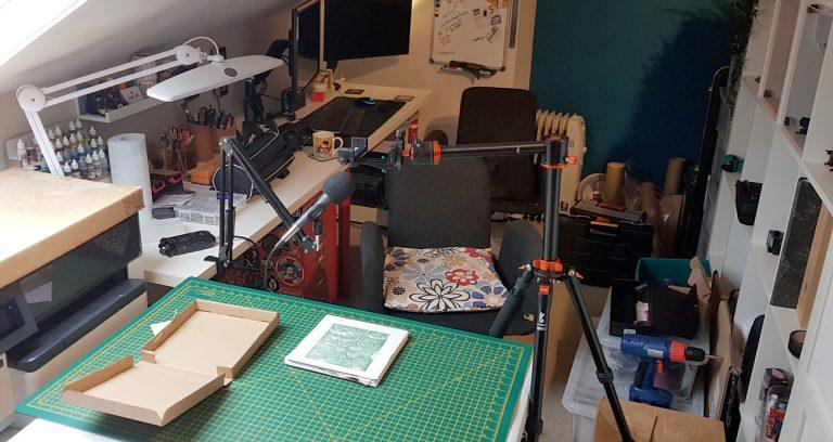 Graham Pilling's desk setup for recording YouTube unboxing video